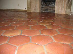 Ref 408 ladrilho hexagonal pormenor de pavimento tratado com verniz acrilico